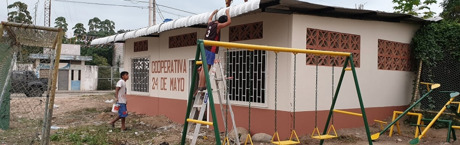 SE REALIZO EL MANTENIMIENTO DE UNA CANCHA DE USO MULTIPLE DE LA COOPERATIVA 24 DE MAYO.